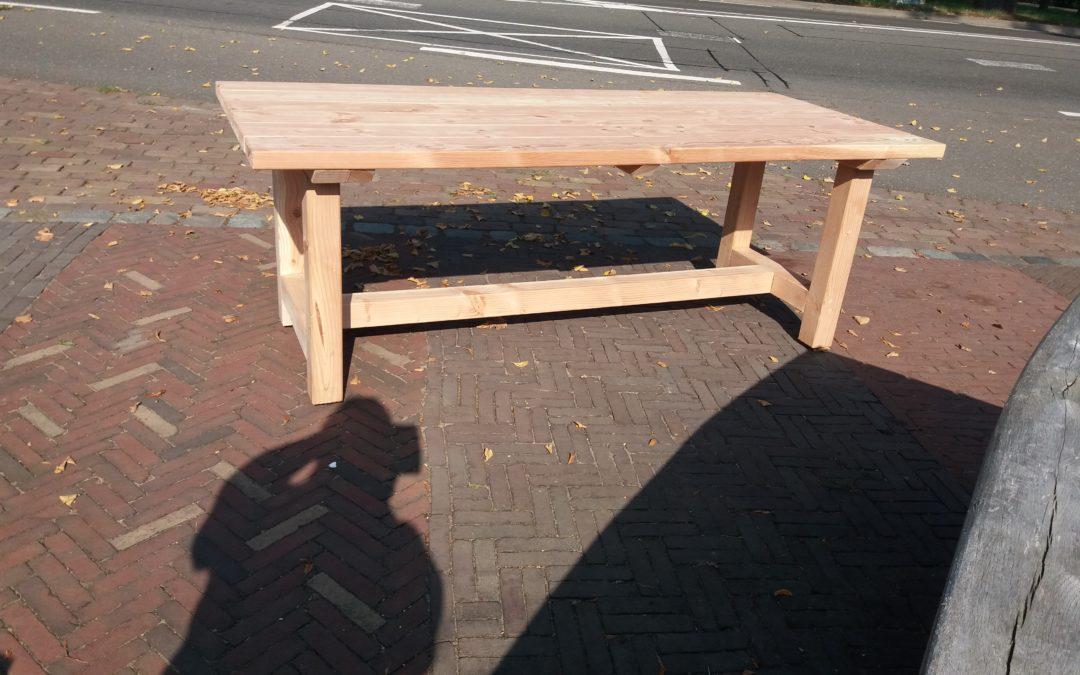 Douglas tafel 210x90x76cm alle verbindingen met pen en gat 675,00